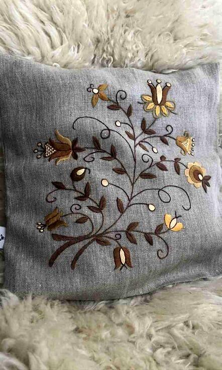 Poszewka na poduszkę tulipan brąz