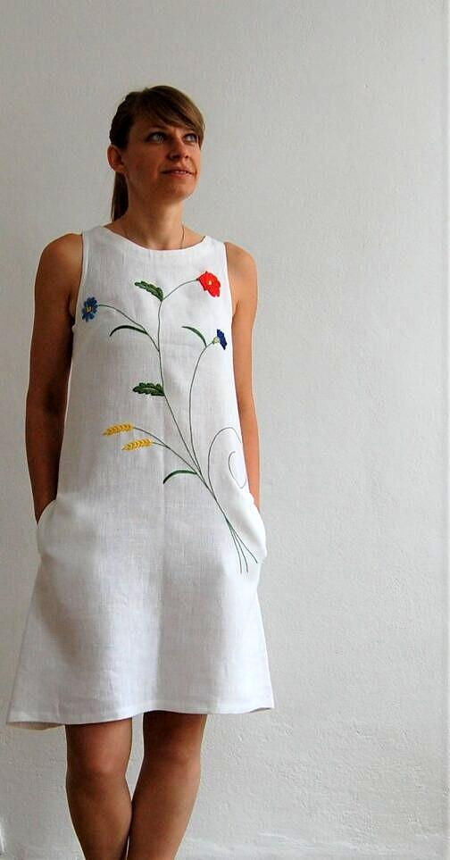 sukienka biała lniana; haft kaszubski