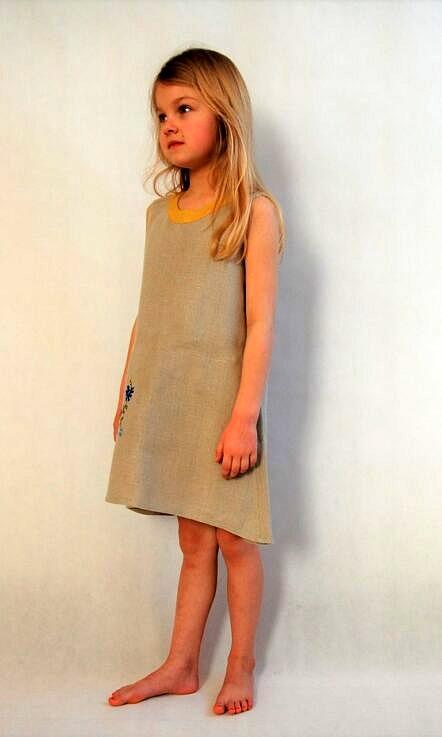 Sukienka lniana z haftem Margaretka