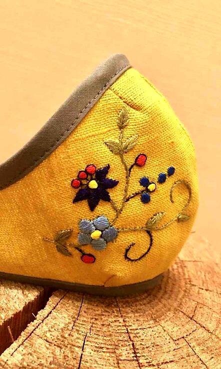 Maseczka lniana z haftem kaszubskim