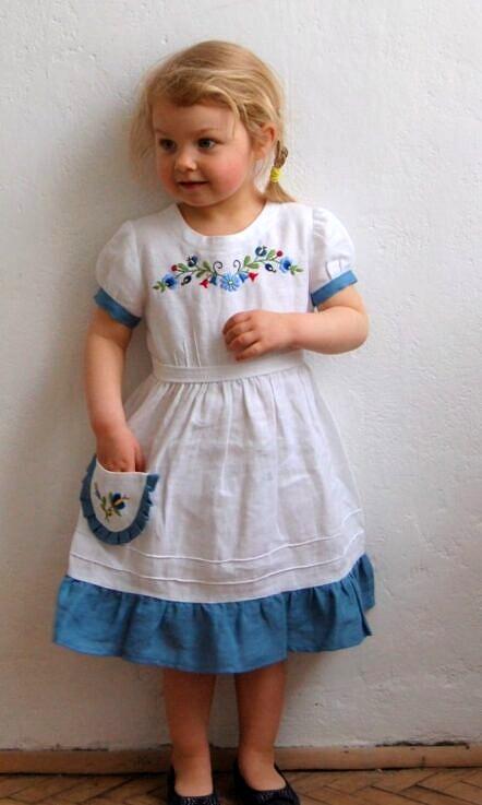 Sukienka lniana z paskiem i haftem Margaretka